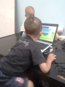 Azmy-Apta depan laptop Oktober 2013